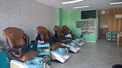 Deluxe Nails and Foot Spa