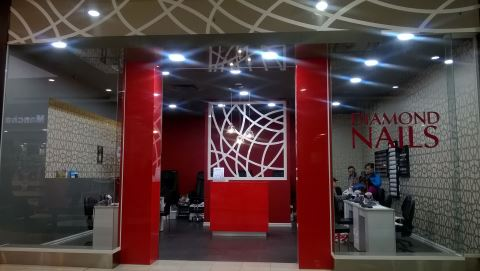 Diamond Nails The Pines