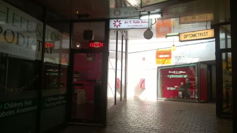 J at N Nails Salon