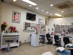 N&R Nails and Beauty Spa