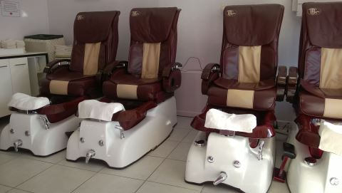 Paris Nails and Foot Spa