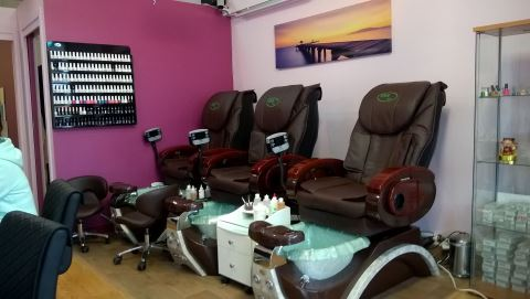 Red Apple Nails