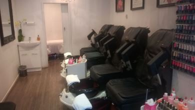 Sparkling Diamond Nail Salon